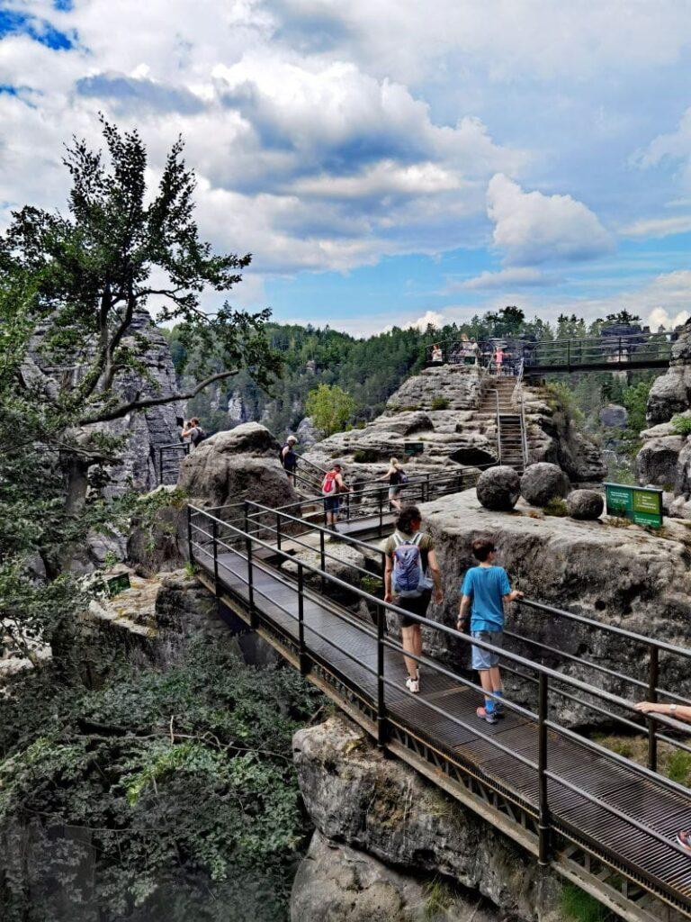 So imposant ist die Felsenburg Neurathen auf der Bastei