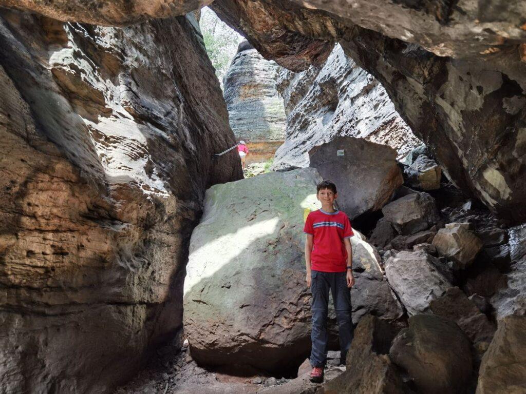 Bielatal wandern mit Kindern - viel Abenteuer zwischen den Felsen und Höhlen