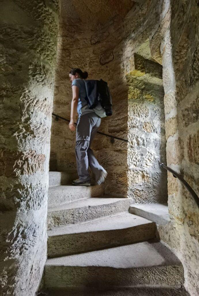 Pfaffenstein Aussichtsturm - über eine schmale Wendeltreppe geht es hinauf, lohnt sich aber nicht!