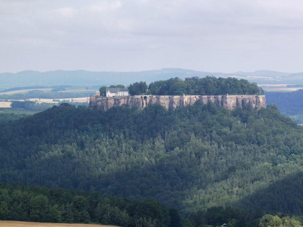 Hier noch einmal die Festung Königsstein vom Gipfel des Pfaffenstein