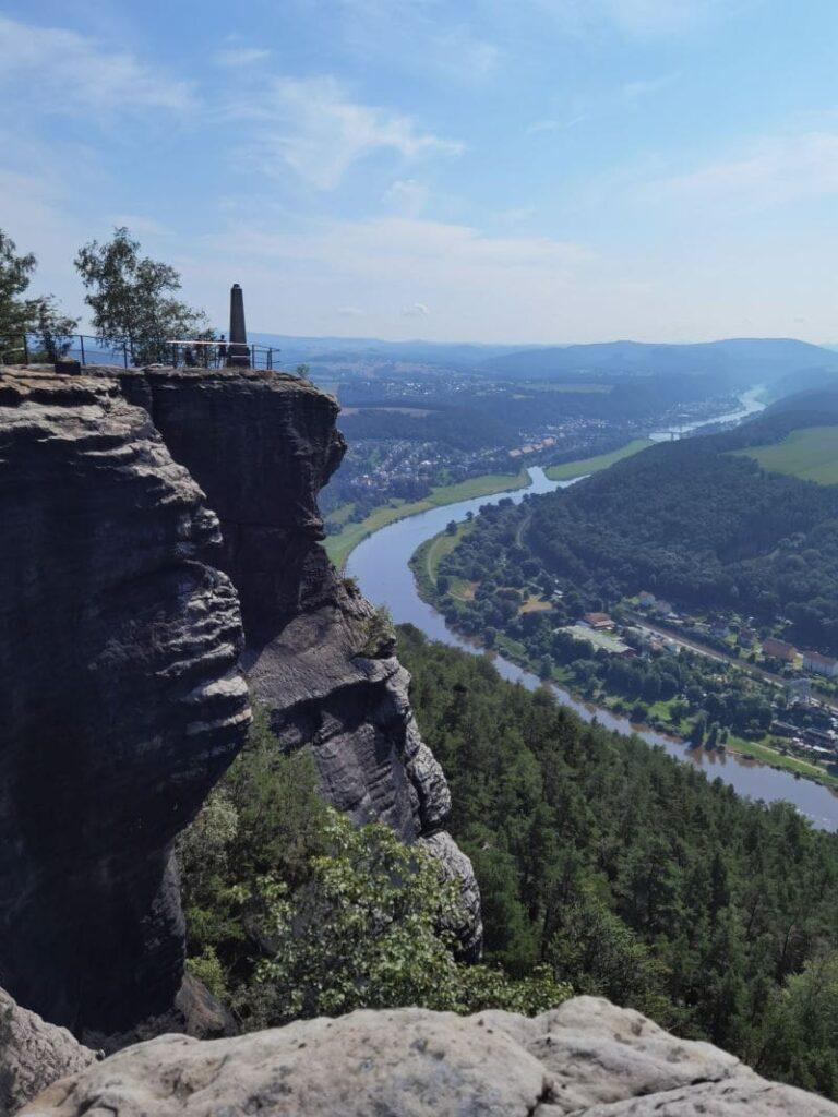 Ausblick vom Lilienstein im Elbsandsteingebirge auf die Elbe