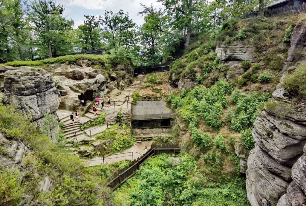Das ist der Blick auf die ehemalige Felsenburg Neurathen
