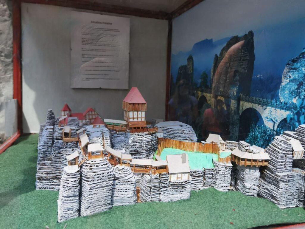 Die Felsenburg Neurathen Rekonstruktion - zu sehen auf der Bastei im Freilichtmuseum