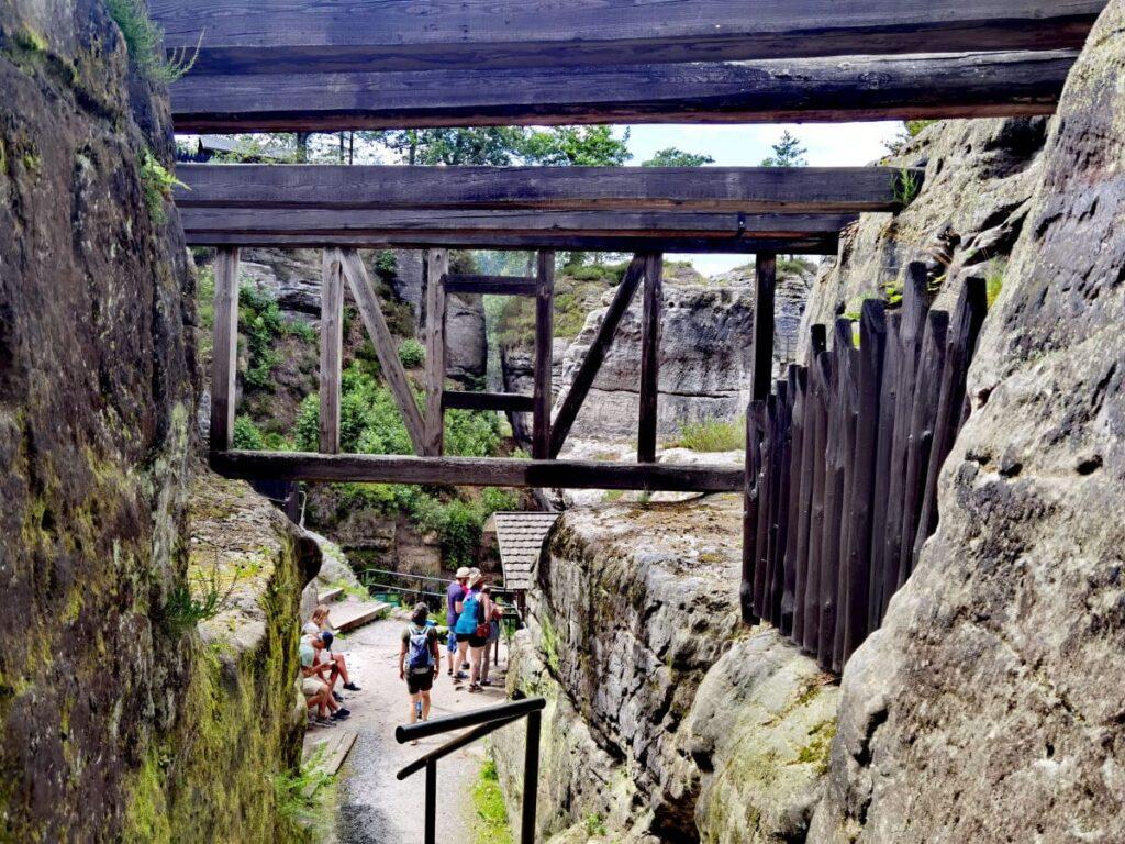 Felsenburg Neurathen - diese Reste der alten Burg in den Felsen sind noch zu sehen