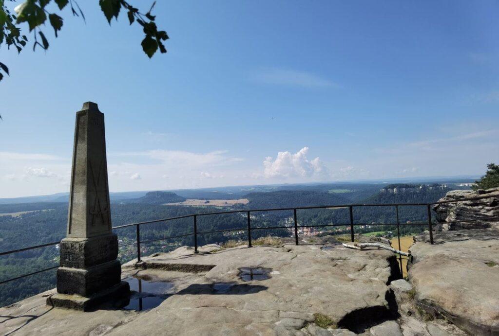 Der Lilienstein Obelisk am Aussichtspunkt