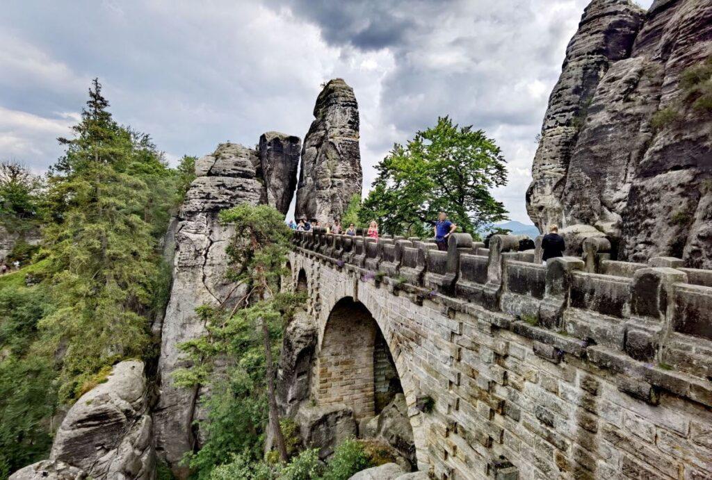 Der Bastei Eintritt auf der Basteibrücke ist kostenlos - die Felsenburg kosten Eintritt
