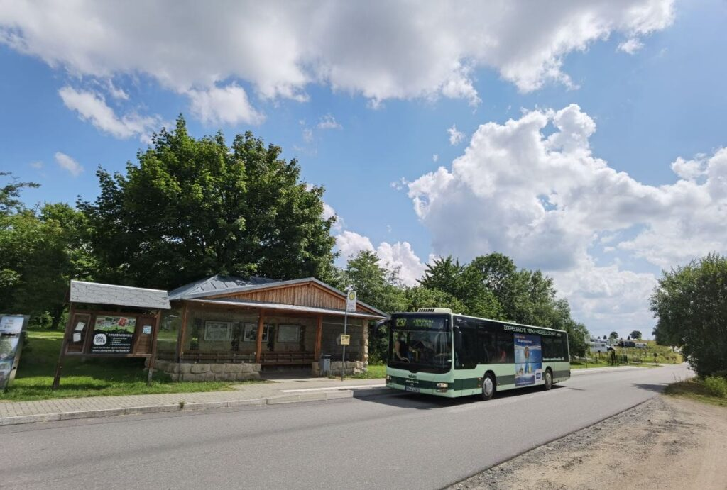 Mit dem Pendelbus Bastei - vom Ausweichparkplatz zum Parkplatz Basteibrücke fahren